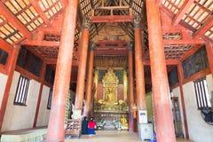 Meditierende goldene budddha Statue Lizenzfreies Stockbild