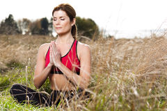 Meditierende Yogafrau Lizenzfreie Stockfotos