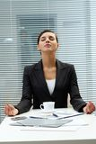 Meditierender Arbeitgeber Lizenzfreie Stockfotografie