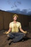 Meditierender Bauarbeiter Stockbilder