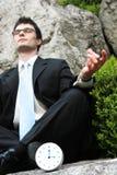 Meditierender Geschäftsmann. Stockfoto