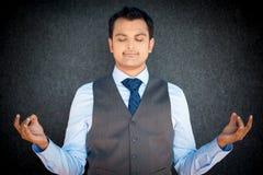 Meditierender Geschäftsmann lizenzfreies stockbild