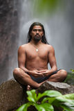 Meditierender Mann stockfotos