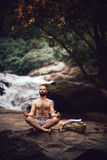 Meditierender Mann Lizenzfreies Stockbild