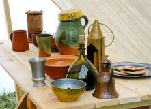 Medival tableware na drewnianym tle Obraz Stock