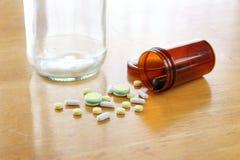 Medizin auf Holztisch Stockfotografie