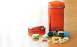 Medizin auf Holztisch Lizenzfreie Stockfotografie