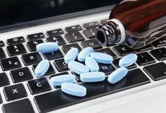 Medizin auf Tastatur Lizenzfreies Stockbild