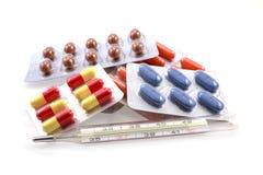 Medizin auf weißem Hintergrund Lizenzfreies Stockfoto