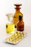 Medizin-Pillen und Mischungen. Lizenzfreies Stockfoto