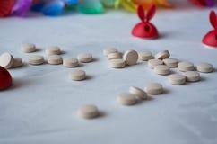 Medizin: Pillen und Vitamine lizenzfreie stockbilder