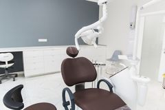 Medizin, Stomatologie, zahnmedizinisches Klinikbüro, medizinische Ausrüstung für Zahnheilkunde lizenzfreies stockfoto