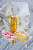 Medizin wurde aus Flasche heraus verschüttet Lizenzfreie Stockfotografie