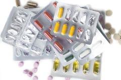 Medizinfarbpillen in den Sätzen Pillen in der Blisterpackung, in den Kapseln und in der Pille verpackten in den Blasen Lizenzfreie Stockfotos
