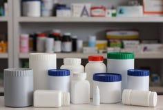 Medizinflasche mit Unschärferegalen lizenzfreie stockfotografie