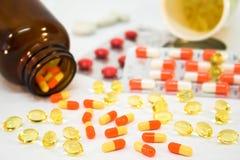 Medizinflaschen mit Pillen Stockfoto