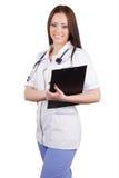 Medizinische Arbeitnehmerin mit einer Tablette für Papiere in seinen Händen. Lizenzfreies Stockfoto