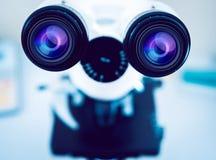 Medizinische Ausrüstung Mikroskop Stockfotografie
