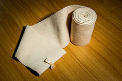 Medizinische Baumwolle der elastischen Binde lizenzfreie stockfotos