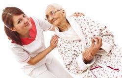 Medizinische Behandlung für eine alte Frau Stockfoto