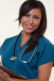Medizinische Berufsfrau des hübschen amerikanischen Ureinwohners Stockfotografie