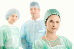 Medizinische Besatzung in der Uniform lizenzfreie stockbilder