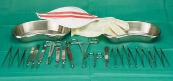 Medizinische Instrumente mit Maske und Handschuh stockfotos