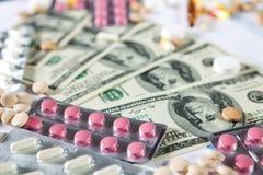 Medizinische Marketing- und Gesundheitswesenunternehmensanalyse berichten mit Diagramm Stockfotografie