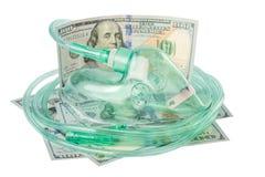 Medizinische Sauerstoffmaske, Gesundheitskauf für Geld auf einem weißen Hintergrund Stockfoto