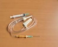 Medizinische Spritze und Tropfenzähler Stockfoto