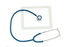 Medizinische Tablette und blaues Stethoskop Stockfotos
