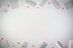Medizinische Tabletten, Kapseln und Pillen in der Blisterpackung gestalten als Hintergrund mit Kopienraum für Text oder Bild Stockfotos