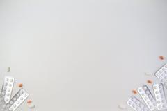 Medizinische Tabletten, Kapseln und Pillen in der Blisterpackung gestalten als Hintergrund mit Kopienraum für Text oder Bild Lizenzfreies Stockbild