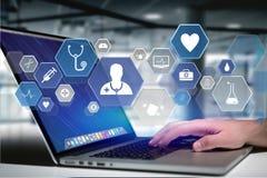 Medizinische und allgemeine Gesundheitswesenikone herein angezeigt auf einer Technologie Stockfotografie
