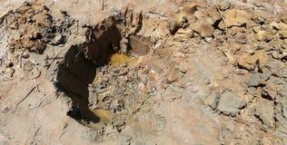 Medizinischer Schlamm auf dem Ufer des Toten Meers, Jordanien Stockfotos