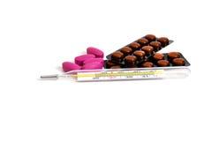Medizinischer Thermometer und Pillen Lizenzfreies Stockfoto