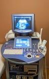 Medizinisches Abtastgerät des Ultraschalls in Kraft Lizenzfreie Stockfotos