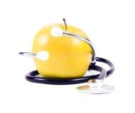 Medizinisches Stethoskop und gelbe Äpfel. Lizenzfreie Stockfotos