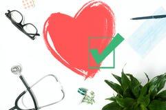 Medizinisches Stethoskop und rotes Herz Übung ist der beste Doktor Lizenzfreie Stockfotos