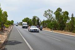 Medizinisches Unterstützungs-Auto, das Rider La Vuelta España behandelt lizenzfreies stockfoto
