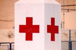 Medizinisches Zeichen des roten Kreuzes Stockfoto