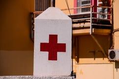 Medizinisches Zeichen des roten Kreuzes Lizenzfreies Stockfoto