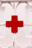 Medizinisches Zeichen des roten Kreuzes Lizenzfreie Stockfotos