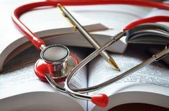 Medizinstudentausrüstung Lizenzfreie Stockfotos