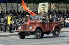 Medlemmar av KPRF på SUV i Victory Day ståtar Fotografering för Bildbyråer