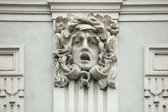 Medusa Gorgon Mascaron på den Art Nouveau byggnaden Arkivfoto