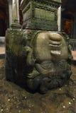 Medusahuvudet i den forntida cisternen för basilikacistern i Istanbul, Turkiet royaltyfri fotografi
