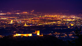 Medvedgrad-Zagreb - noche fotografía de archivo libre de regalías