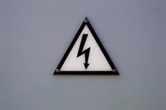 Medvetent av eletricitytecken Arkivfoton