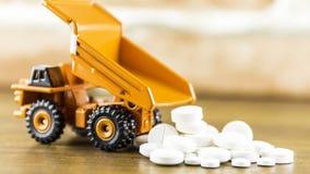 Medycyn kapsuły na drewnianym tle lub pigułki Lek recepta dla traktowania lekarstwa Farmaceutyczny medicament zdjęcia stock